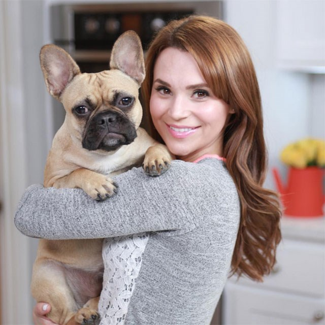 <p><strong>10. Rosanna Pansino</strong></p> <p>Earnings: $2.5 million</p> <p>Channel: Rosanna taught herself how to bake, despite her skills being seriously professional. We've never seen cakes like it! She's set to publish her first cook book this year and boasts 4.8 million subscribers. </p>