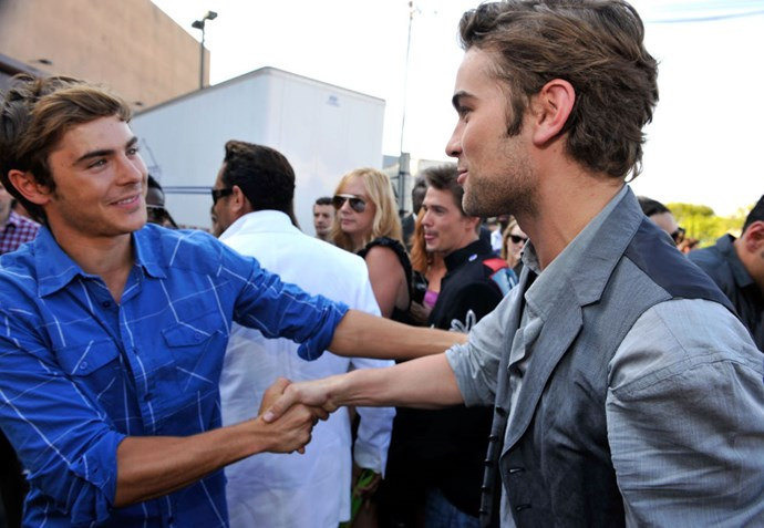 AUGUST 9, 2009 Short hair almost-hottie Zac meets real hottie Chace Crawford. Looking good, bros. GETTY