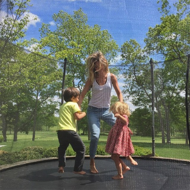 @gisele and her two children Benjamin and Vivian.