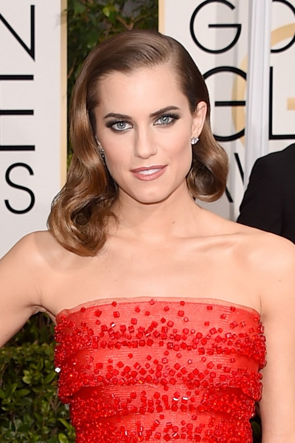 <strong>11th January </strong> <br><br><strong>Allison Williams </strong>channels Old Hollywood Glamour at the<strong> 72nd Annual Golden Globes.</strong>