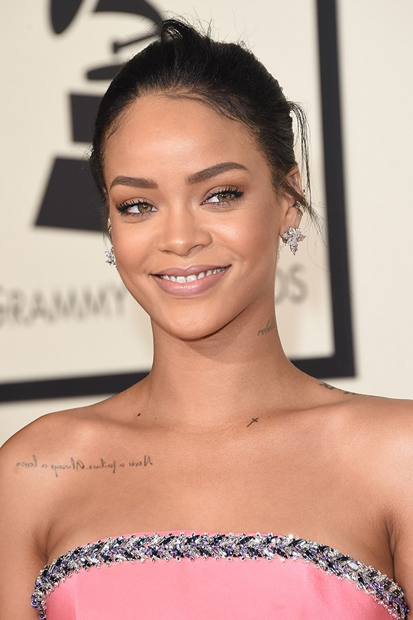 <strong>8th February </strong> <br><br><strong>Rihanna's</strong> pale pink pout and pared back eye make a subtle statement at the<strong> 57th Grammy Awards</strong>.