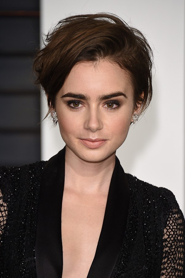 <strong>22nd February </strong> <br><br><strong>Lily Collins</strong> lets her eyes do all the talking, pairing a smoky eye and strong brows with a slick of nude gloss at the <strong>Vanity Fair Oscar Party</strong>.