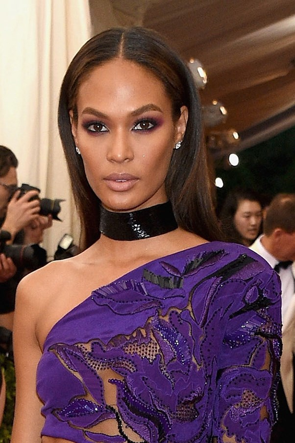 <strong>4th May </strong> <br><br>Smouldering dark eyes with a nude lip, <strong>Joan Smalls</strong> sizzles on the<strong> Met Bal</strong>l red carpet.