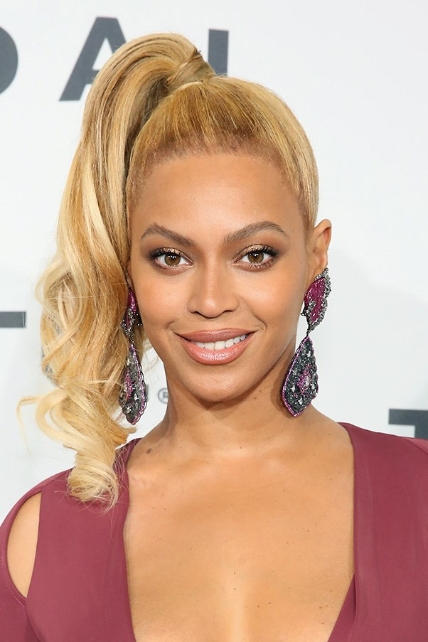 <strong>20th October </strong> <br><br><strong>Beyoncé</strong> shows off lighter tresses and a bronze smoky eye at the<strong> TIDAL X: 1020 </strong>in New York.