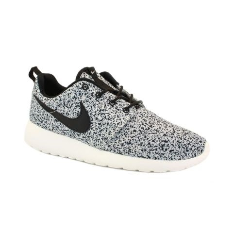 "<strong>NIKE ROSHE RUN SNEAKERS</strong> <br><br> <a href=""http://www.nikestore.com.au/shop/shoes/roshe/women/"">store.nike.com</a>"