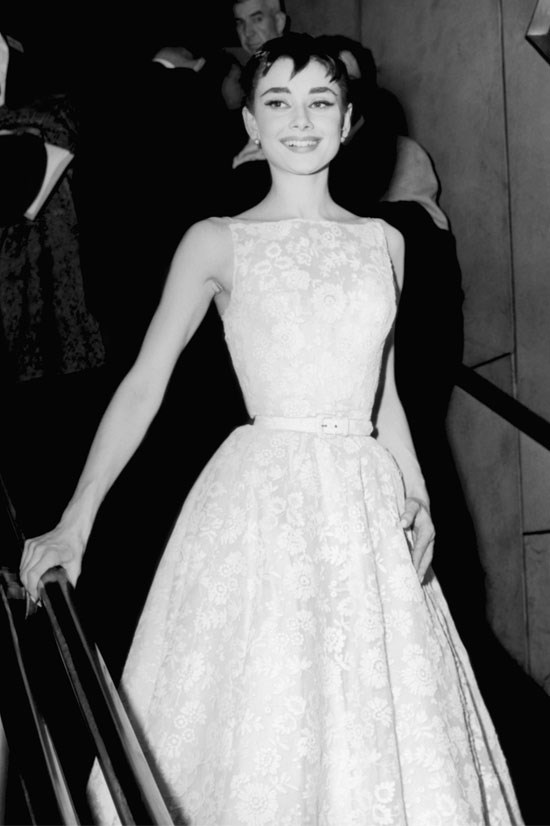 <strong>Audrey Hepburn at the Oscars, 1954</strong> <br><br> So chic.
