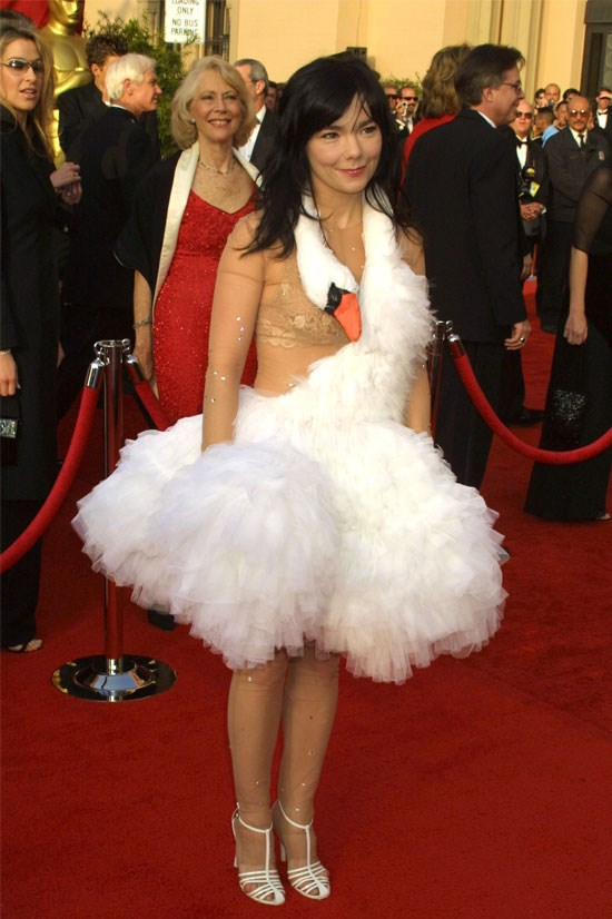 <strong>Bjork at the Oscars, 2001</strong> <br><br> No memorable dresses list would be complete without mentioning the Marjan Pejoski swan dress that Bjork wore in 2001.