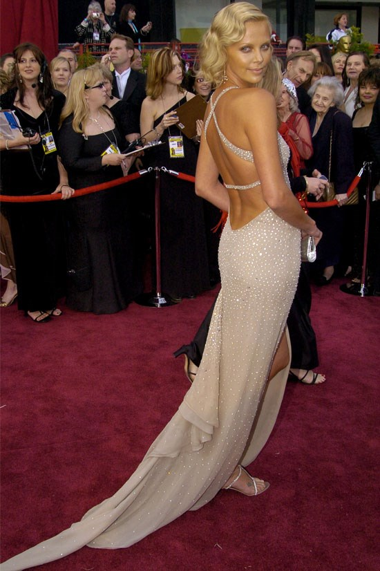 <strong>Charlize Theron at the Oscars, 2004</strong> <br><br> GLAMOROUS.