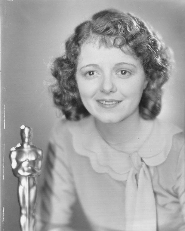 For the very first Oscars, Janet Gaynor wore a simple ruffled neck dress to collect her Best Actress Oscar.
