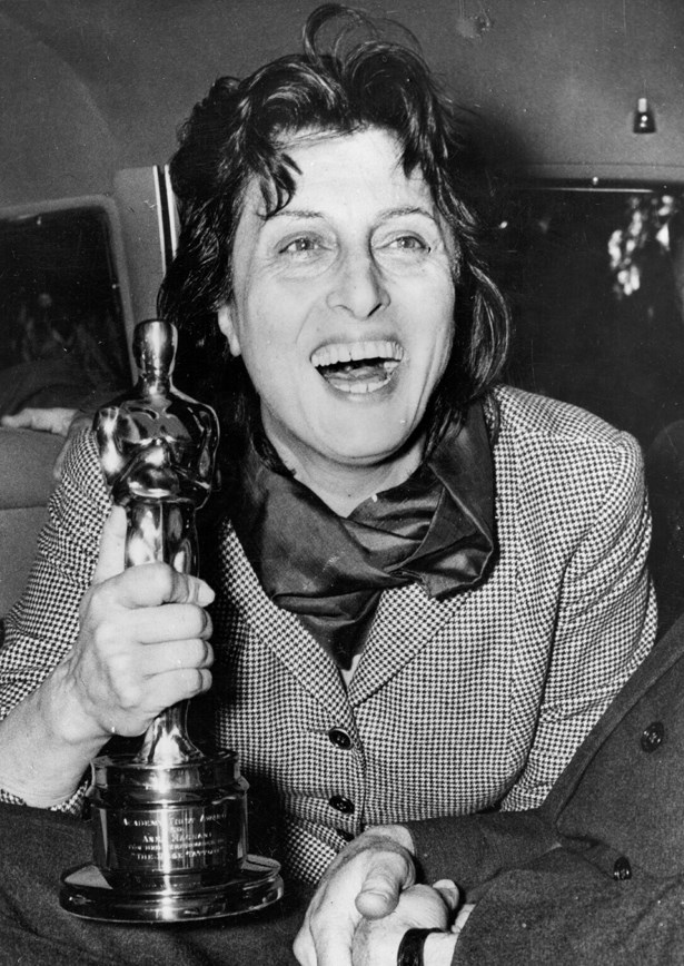 Whilst Italian actress Anna Magnani didn't actually attend the 1955 Oscars, her checkered suit with scarf for her presentation in Rome was still very chic.