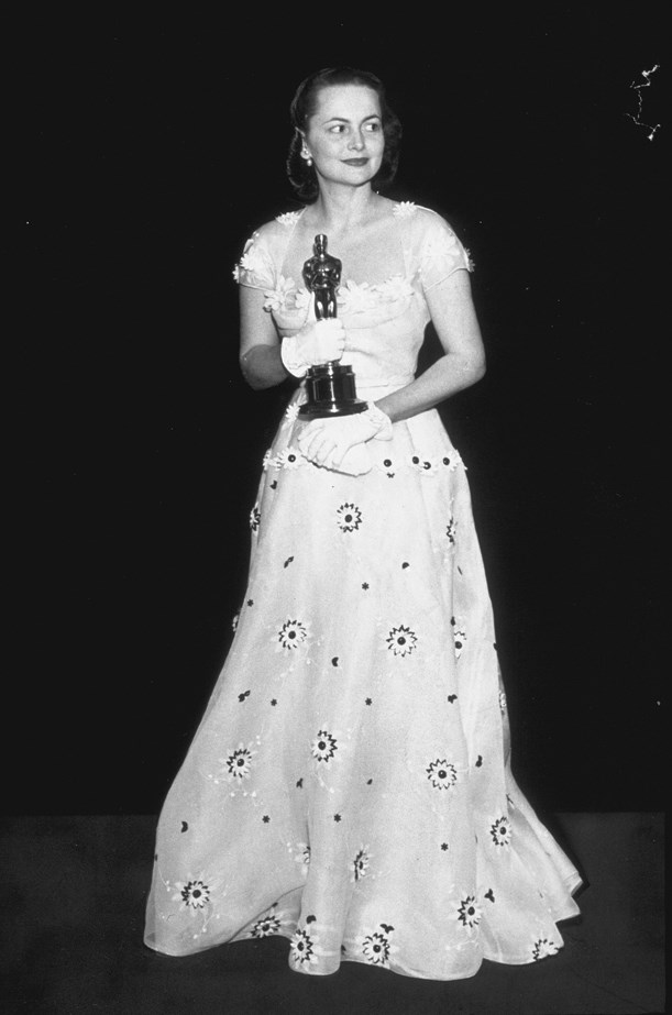 For her second Oscar win, Olivia de Havilland chose a cap-sleeved gown with flower appliques.