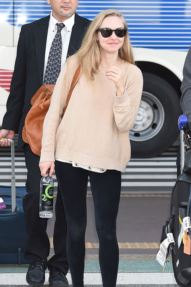 Amanda Seyfriend wears a classic tan backpack.