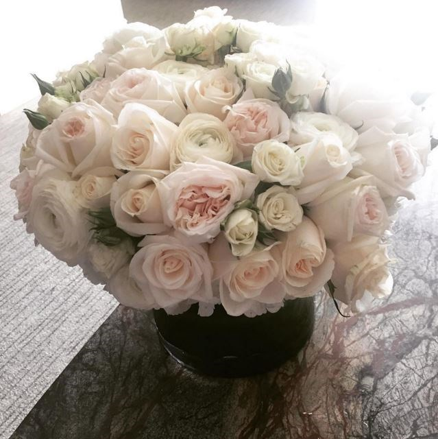 """Ellie Goulding was given these white roses by """"friend"""", James Provencher."""