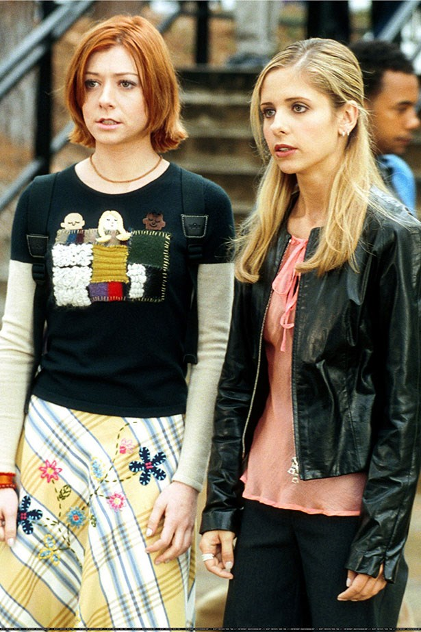 Bad news for the Scooby Gang. According to rumours, Sarah Michelle Gellar and Alyson Hannigan were not the best of buds they appeared to be on the show. Alyson was allegedly not happy about the fact that SMG wanted to keep her distance from the cast personally and the two have remained frosty ever since.