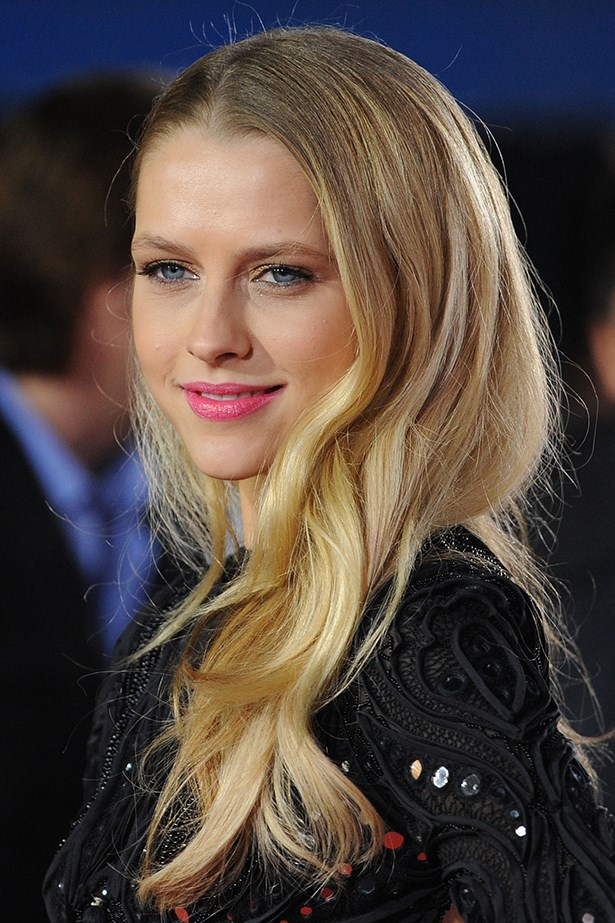 2011, Teresa dons tousled waves and a pop of pink lipstick at the premiere of I Am Number Four.