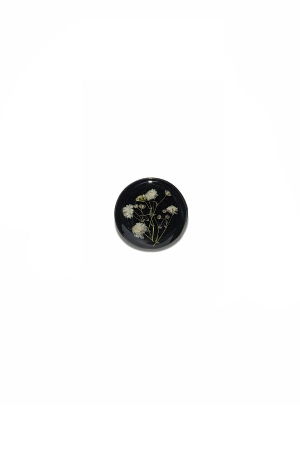 "<a href=""https://www.cue.cc/Shop/Product/Pressed-Flower-Brooch-P00194-W16/284834 "">Brooch, $69, <strong>Cue</strong></a>"