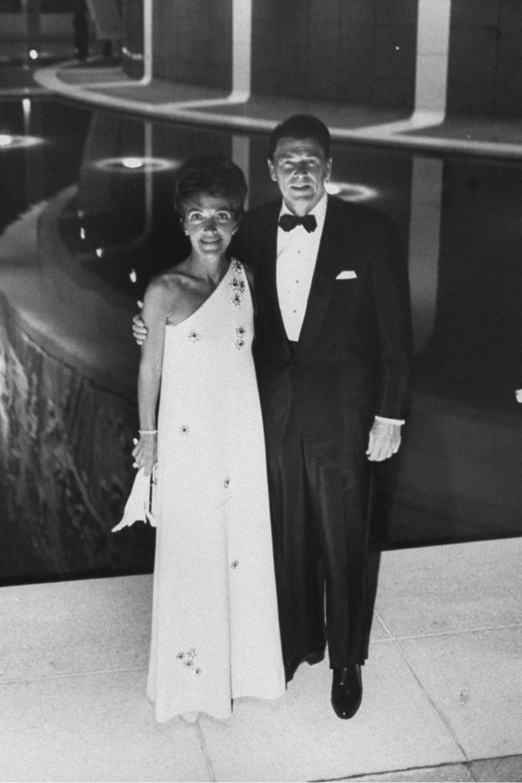 With husband Ronald Reagan at a 1967 art exhibition.