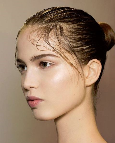 "Dewy skin reigns supreme at Valentino.<p> <p> @patmcgrathreal: ""BARE & BEAUTIFUL!!!  sumptuous SKIN & lavish LIGHT backstage @maisonvalentino""."