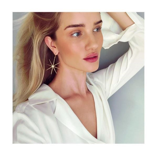 "Rosie's stunning complexion takes center stage. <p> <p> @rosiehw: ""Latest obsession @elisabethbelljewelry gold sea star earrings!! #Love""."