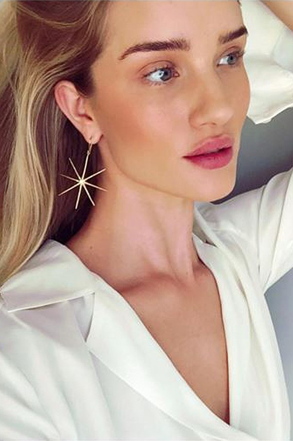Rosie Huntington-Whiteley selfie.