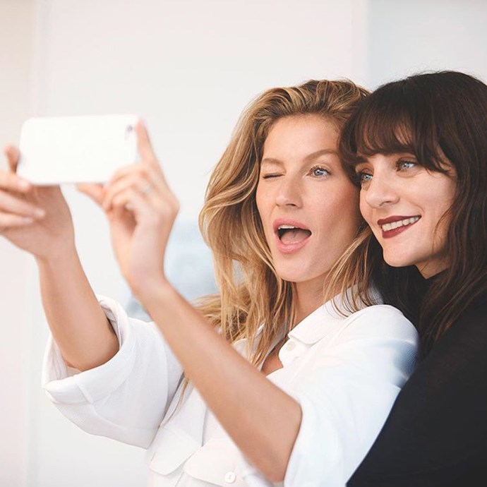 "Gisele Bündchen with Chanel's makeup creative director Lucia Pica <br><br> <a href=""http://www.instagram.com/chanelofficial"">@chanelofficial</a>"