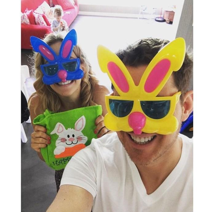 "Michael Buble: ""Felices pascuas!! #bunnywashere #chocolate #home #FamilyFirst""."