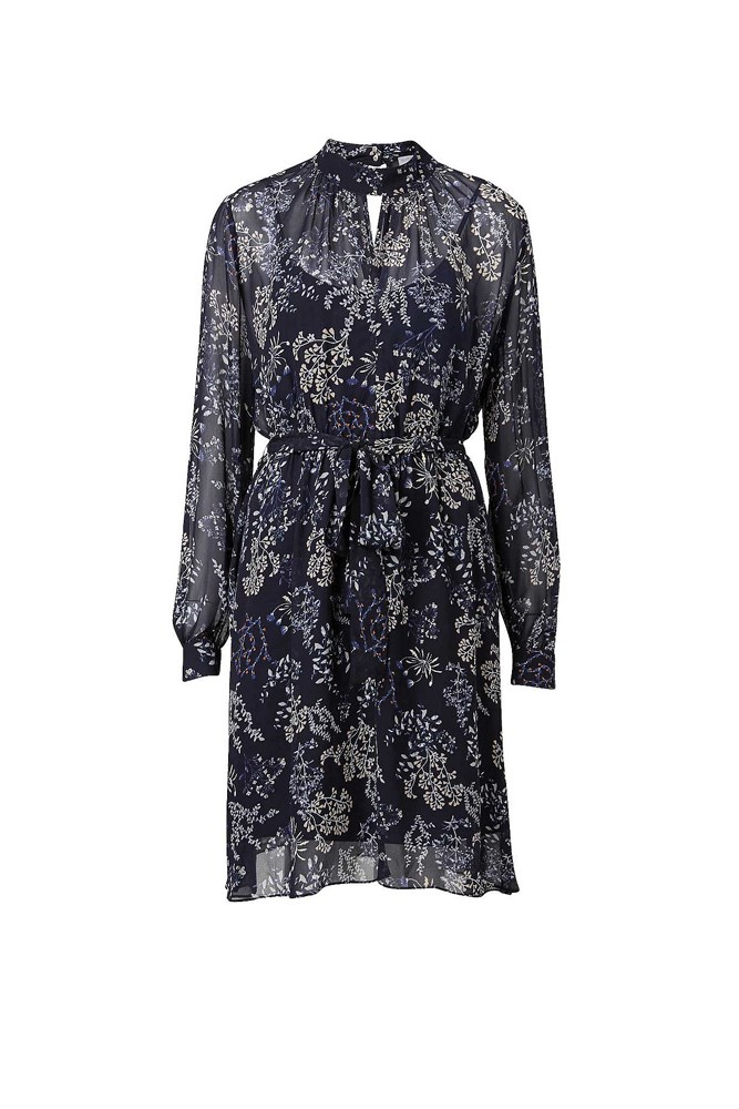 "<a href=""http://www.witchery.com.au/shop/woman/clothing/dresses/print-dress-60193732"">Dress, $149.95, Witchery</a>"