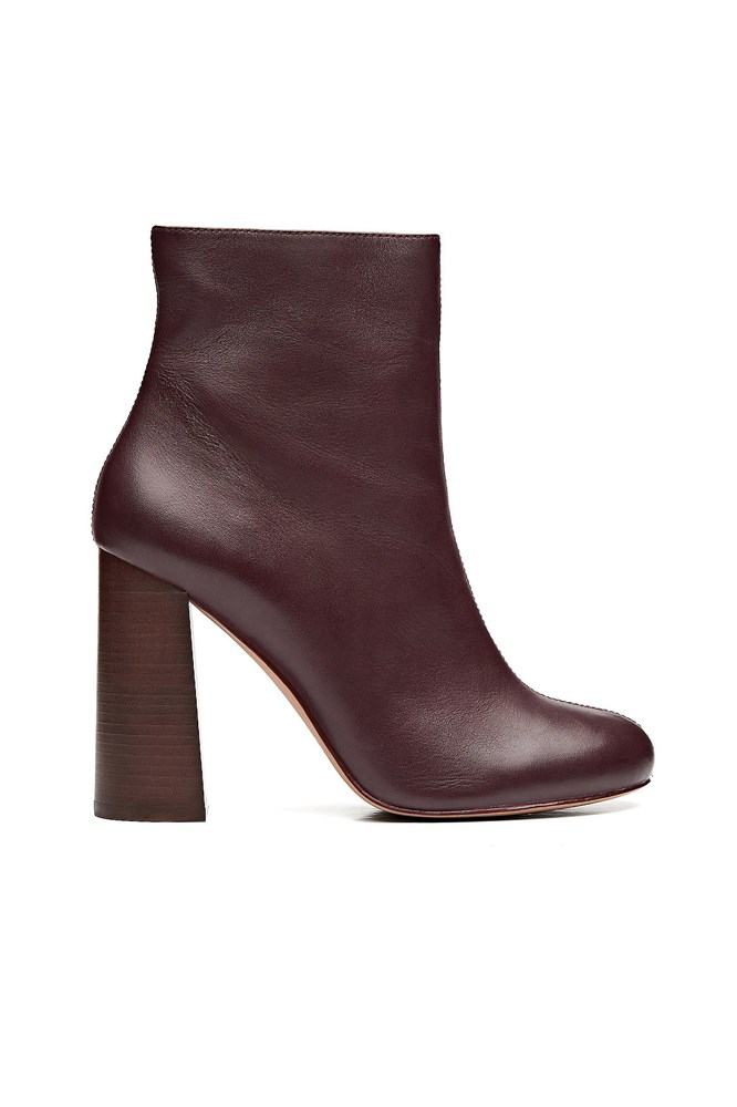 "<a href=""http://www.witchery.com.au/shop/woman/shoes/boots/brooke-boots-60191602"">Boots, $249.95, Witchery</a>"