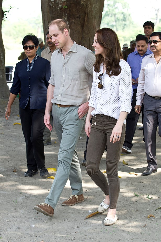 For a later safari, Kate switched into some Zara jeans and an RM Williams (Australia, yeah!) blouse. Super casual.