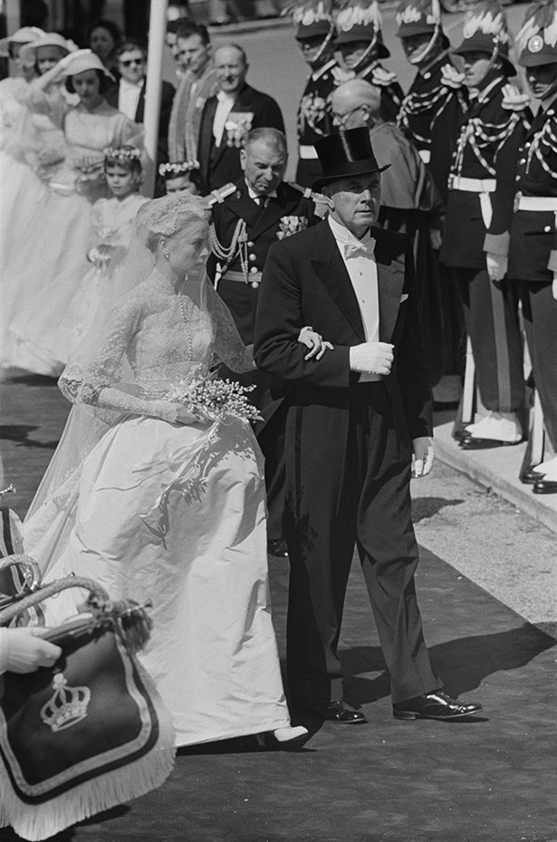 Grace enters the church with her father John B. Kelly.