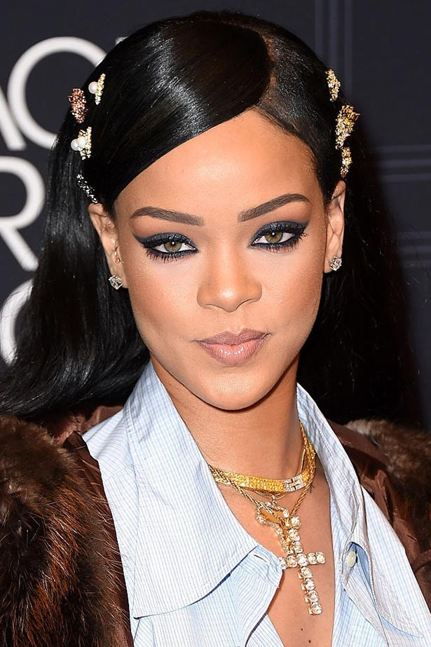 Pop singer Rihanna has surpassed The Beatles for the most cumulative weeks spent at the top of Billboard's Hot 100 Chart
