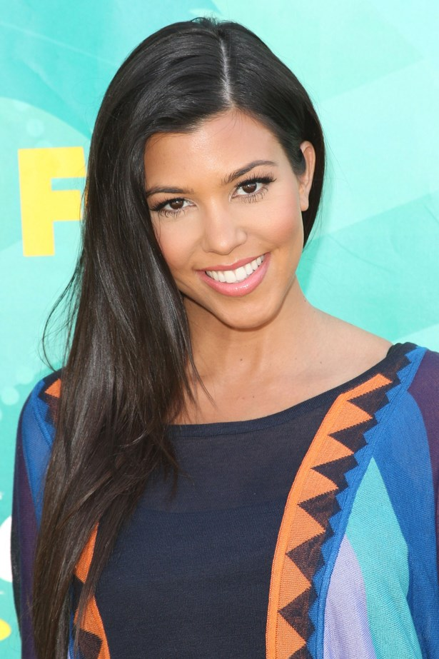 2009, A sultry side part and a rosy lip complement Kourtney's sun kissed skin at the <em>Teen Choice Awards.</em>