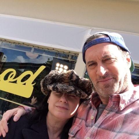 """Scott Patterson and Amy Sherman-Palladino: """"""""Amy Sherman-Palladino and I comparing hats. She wins! #GilmoreGirls #GilmoreGirlsRevival @Netflix @WarnerBrosEnt""""."""