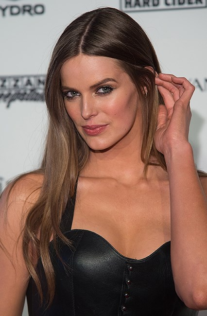 "<strong>Hack #2: Reverse damage.</strong><br><br> Rich girl texture is soft, smooth, silky and sans any crunch that belongs with beachy waves. Hair that's (almost) beyond repair – or that's been styled within an inch of its life – needs an upgrade. Make like model Robyn Lawley and switch to an intensive conditioner. It'll replenish moisture so you can style your hair the rich girl way.<br><br> 3 Minute Miracle Daily Moisture Renewal Conditioner, $7.99, <a href=""https://www.priceline.com.au/pantene-pro-v-3-minute-miracle-conditioner-daily-moisture-renewal-180-ml"">Pantene</a>"