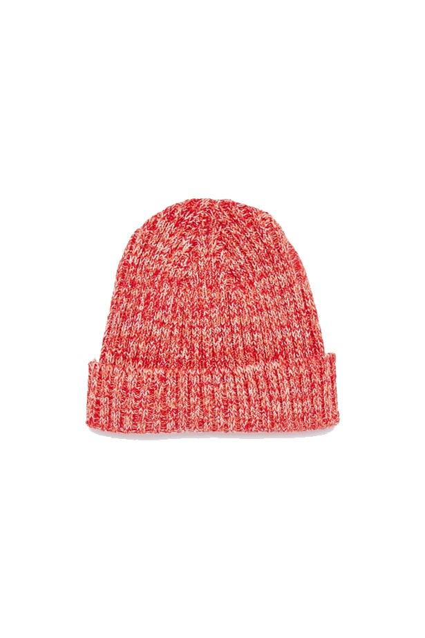 "<p> THE BEANIE<p> <p> Boys get all the best hats, and this one is no exception. Bright and warm, the red really stands out in the grey of winter. Layer this look with a knit jumper and a cosy parka. Your best joggers will go perfectly with this look too.<p> <p> Beanie, $22, <a href=""http://www.asos.com/au/ASOS/ASOS-Fisherman-Beanie-In-Red-Twist/Prod/pgeproduct.aspx?iid=6319956&cid=6517&sh=0&pge=0&pgesize=204&sort=-1&clr=Red&totalstyles=529&gridsize=4&r=2"">ASOS</a>."