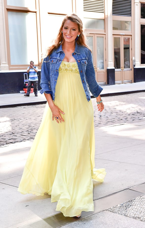 Blake put an unexpected twist on her lemon-yellow dress with a casual denim jacket.