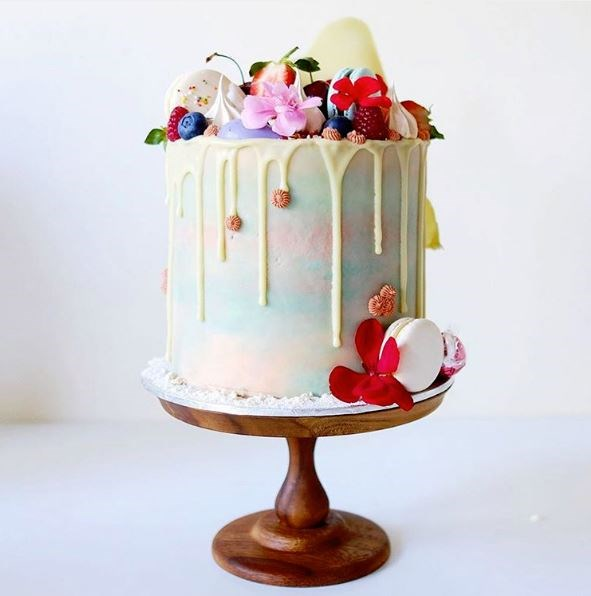 "<p> DRIP DROP<p> <p> It may be a little detail, but it definitely packs a punch. Bakers are using coloured chocolate to get arty in the drop department.<p> <p> <a href=""https://www.instagram.com/cakesbycliff/?hl=en"">Cakes By Cliff</a>."