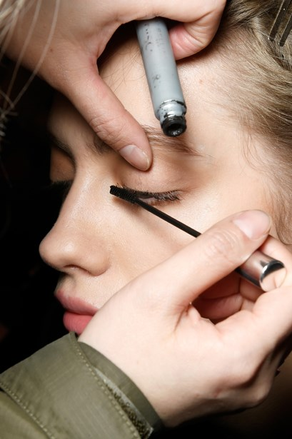 """<p> How To Create Perfect Lashes Using Mascara<p> <P> """"Mascara application technique can make or break your lash look. Wiggle the brush horizontally several times on each eye to separate and lengthen the lashes,"""" suggests Tobi."""
