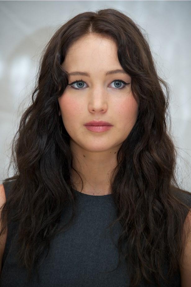 September 2012. Jen switched up her blonde locks for dark waves while filming <em>The Hunger Games</em>. She kept her look classic Katniss at a press conference in Toronto.