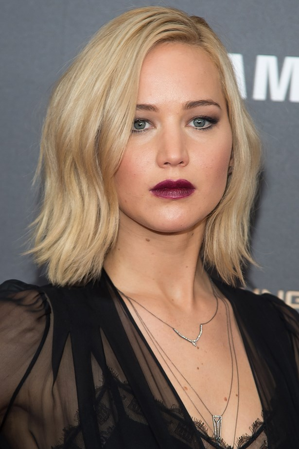 November 2015. Going for a darker look, Jen wore a bold deep lip with smudged-out black liner.
