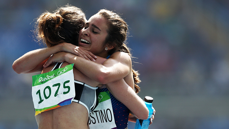 Olympic runner stops to help fallen athlete in wonderful show of sportsmanship