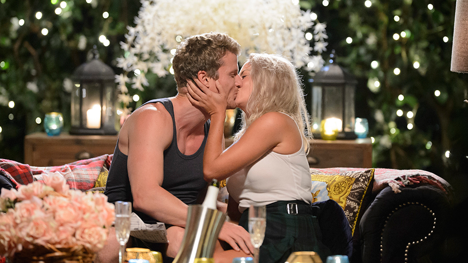 Richie Kisses Nikki on Bachelor Group Date