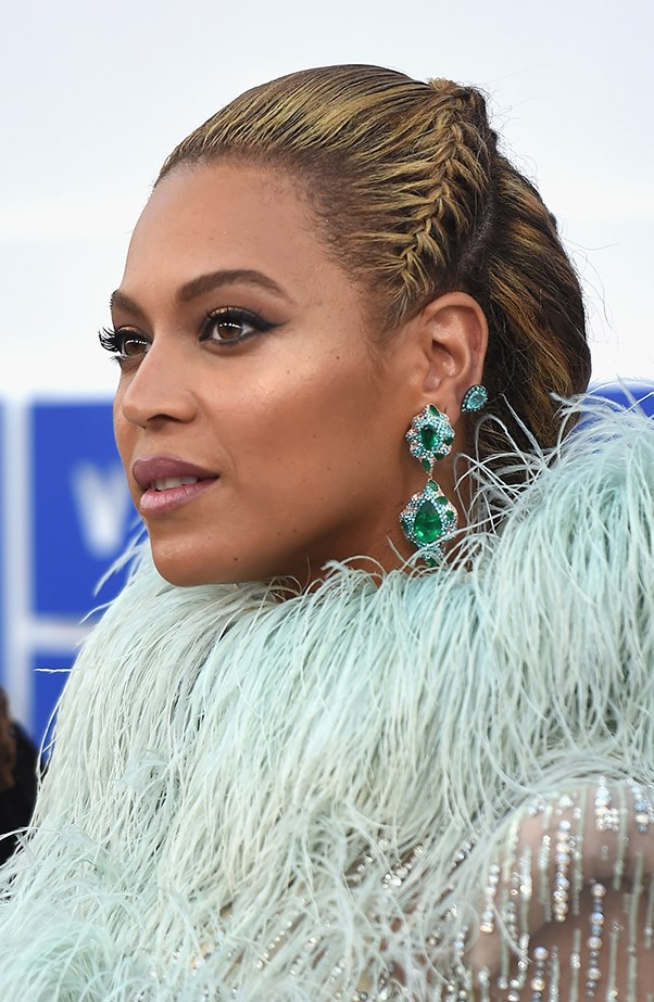 <p>Beyoncé shut everything down with her perfect braid and winged liner.