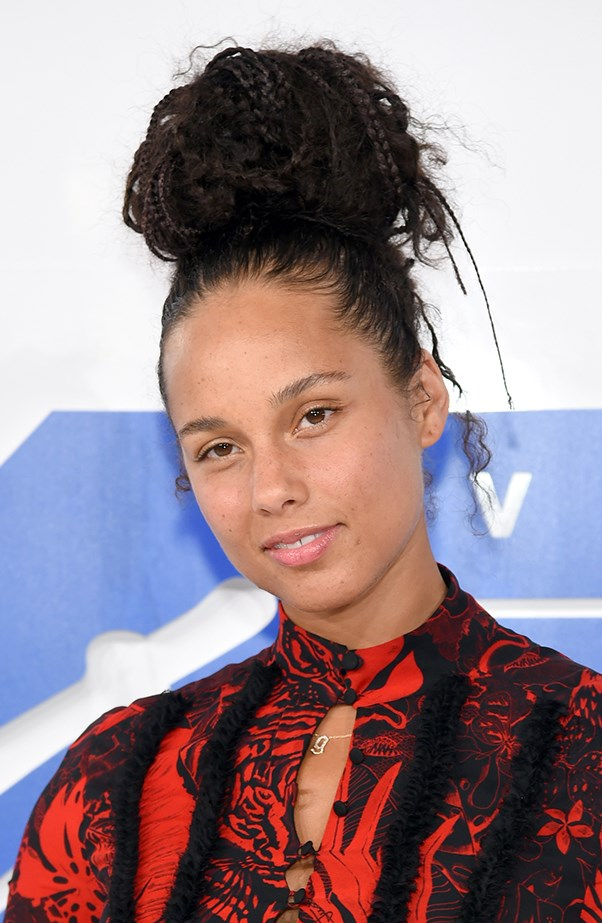 <p>Once again, Alicia Keys was bare-faced and beautiful on a red carpet.