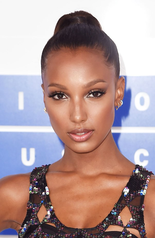 <p>Jasmine Tookes modelled flawless skin on the red carpet.