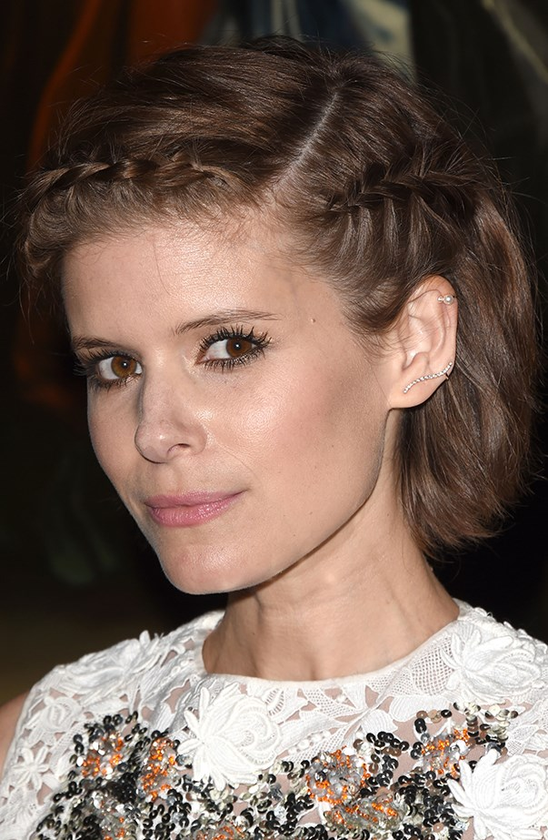 <p>Kate Mara has a helix piercing in her left ear.