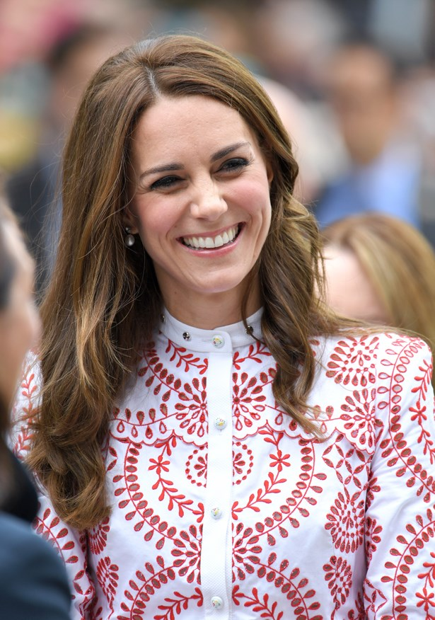 Kate accessorised with pearl earrings.