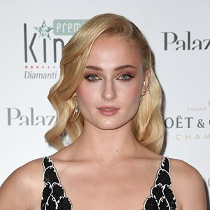 Sophie Turner Defends Emma Watson On Twitter