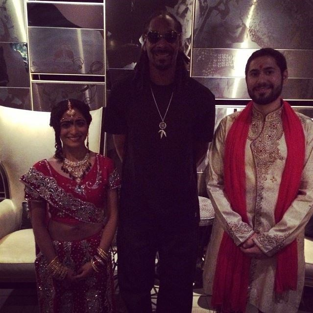 "<p><strong>Snoop Dogg</strong> <p>Snoop Dogg made Neesha Ghadiali and and Joe Scheller's big day even more special by <a href=""http://www.nydailynews.com/entertainment/gossip/snoop-dogg-crashes-chicago-couple-wedding-article-1.1924922"">taking photos</a> with the newlyweds at their reception in Chicago in 2014. Their official photographer saw the rapper exiting a limo and asked a member of his entourage if he could drop by, since the groom's mother was ""Snoop's biggest fan."""