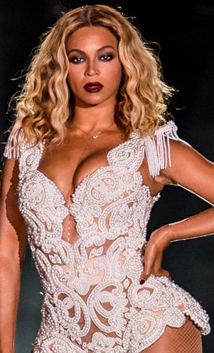 beyonce performs on stage on tour